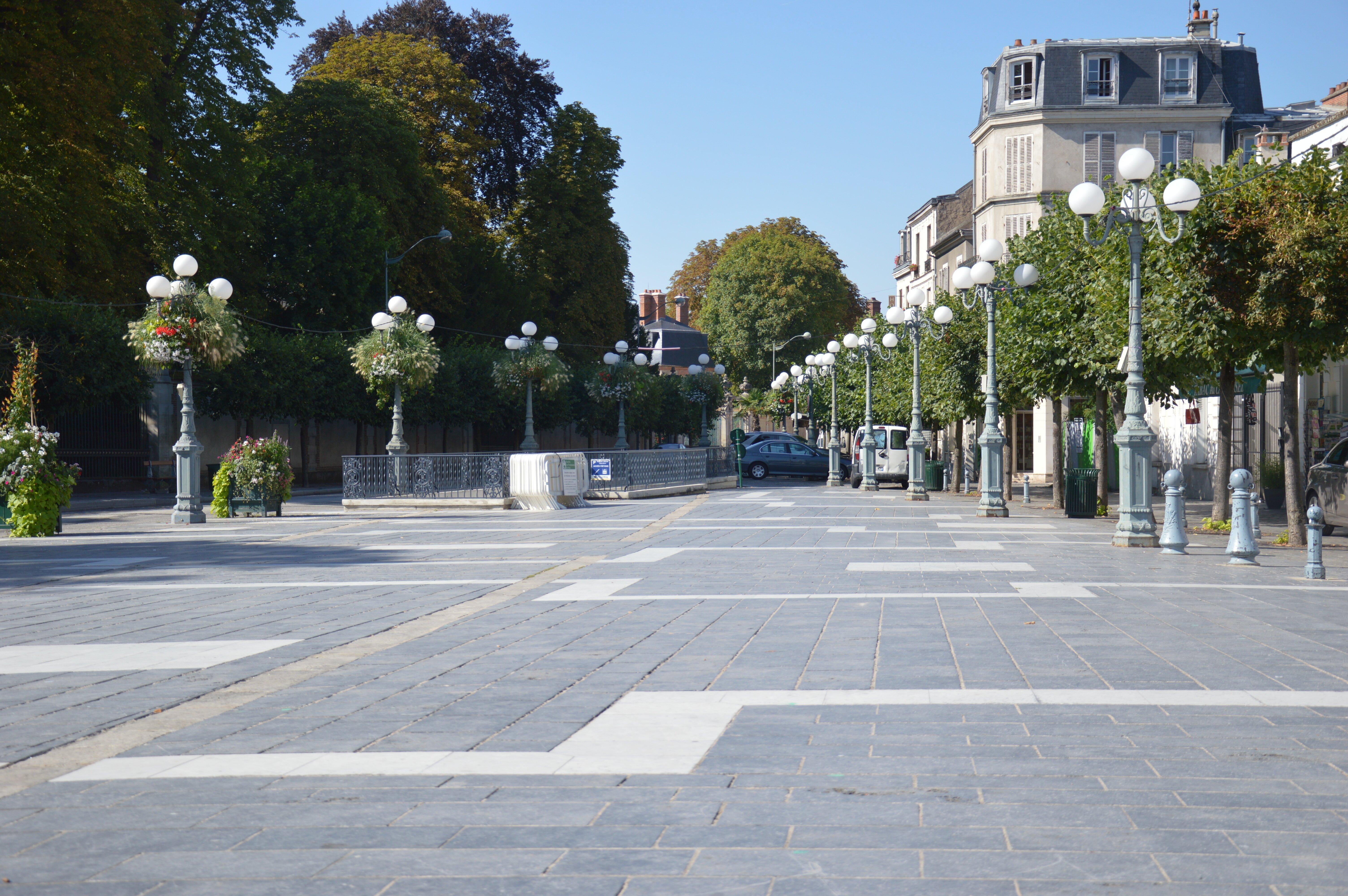 6. Place Napoléon Bonaparte - Fontainebleau Tourisme - Août 2013photoSM
